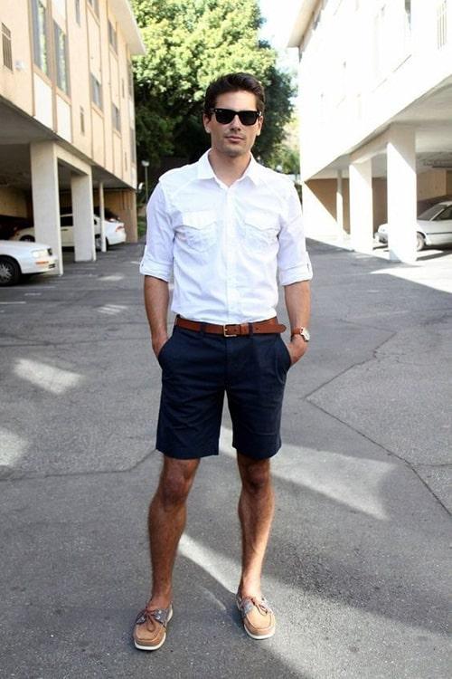 Áo sơ mi trắng kết hợp cùng quần short