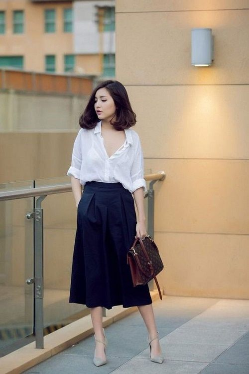 Váy midi kết hợp sơ mi rộng cho nữ công sở tuổi 25