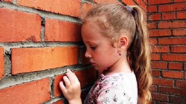 Cha mẹ cần làm gì khi con mình bị trầm cảm ở trẻ em? 1