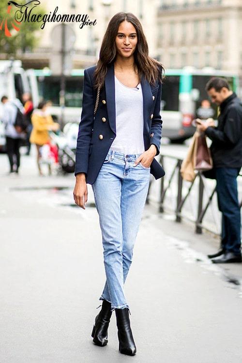Kết hợp quần jean, áo blazer và phụ kiện cho phụ nữ 30 tuổi