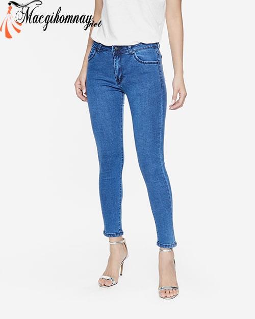 Quần skinny jeans cho phụ nữ tuổi 30