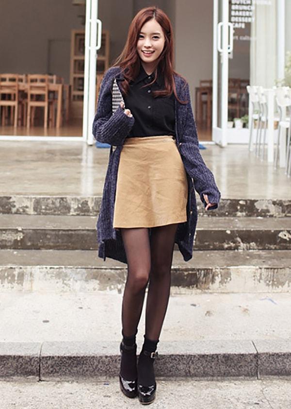 Áo sơ mi kết hợp cùng chân váy dạ và áo cardigan dáng dài cho những ngày thu se lạnh