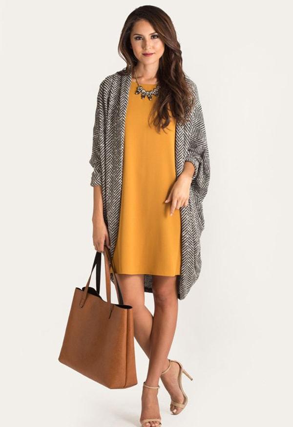Váy suông dịu dàng kết hợp cùng áo cardigan len mỏng dáng dài