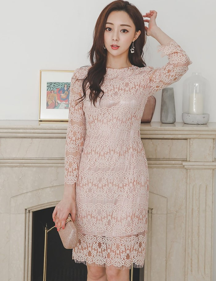 Váy ren mang lại vẻ đẹp sang trọng, quyến rũ mà vẫn thanh lịch